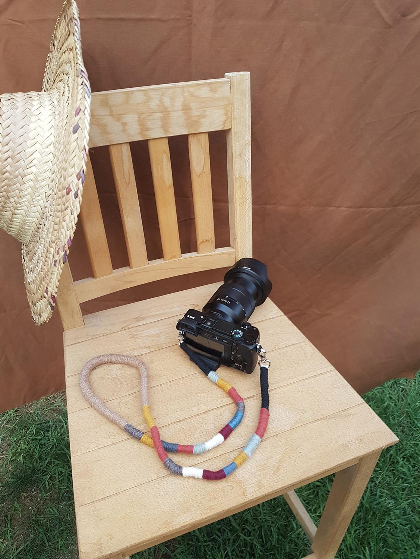 el-yapimi-renkli-ve-desenli-fotograf-makinesi-askiligi