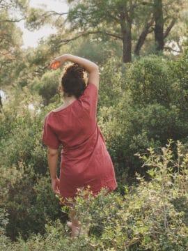 Önden Bağlama Detaylı Kırmızı Elbise